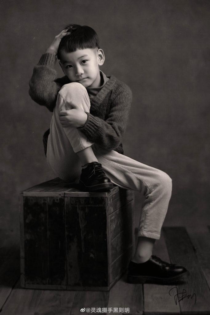 复古黑白儿童摄影作品.jpg